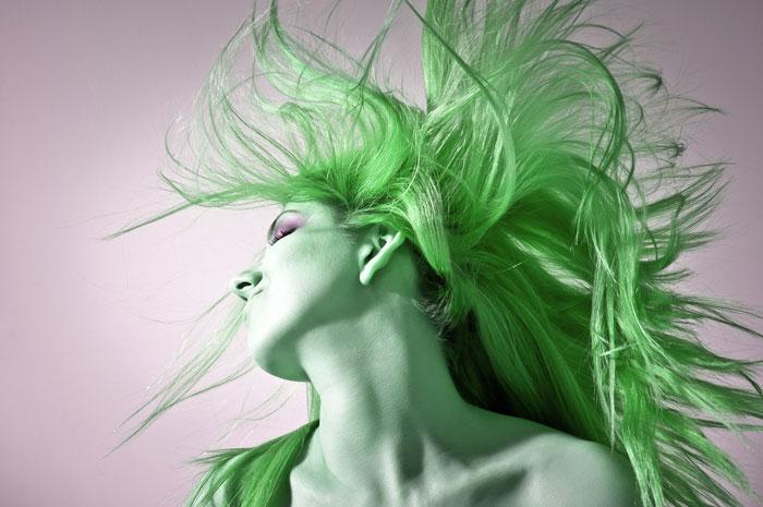 なぜ髪色が緑に?